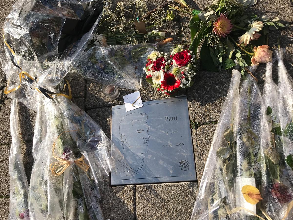 Gedenktsteen voor Paul Pluijmert aan de Prinsenkade ini Breda.