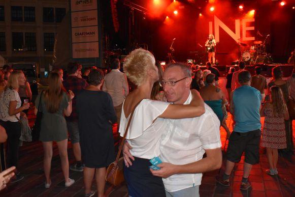 Naar het einde toe kreeg Ine enkele bezoekers aan het dansen.