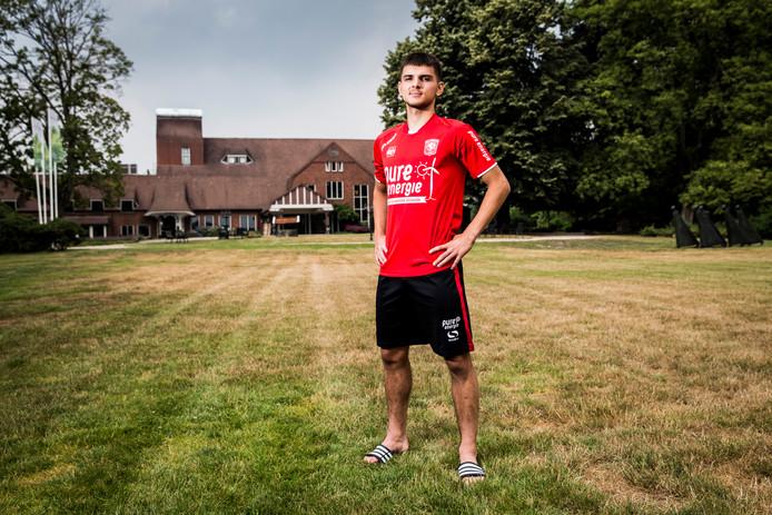 Lindon Selahi op het trainingskamp van FC Twente in De Lutte.