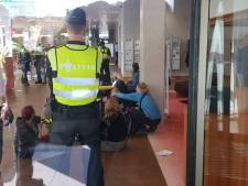 Actievoerders dringen gebouw ZLTO binnen in Den Bosch