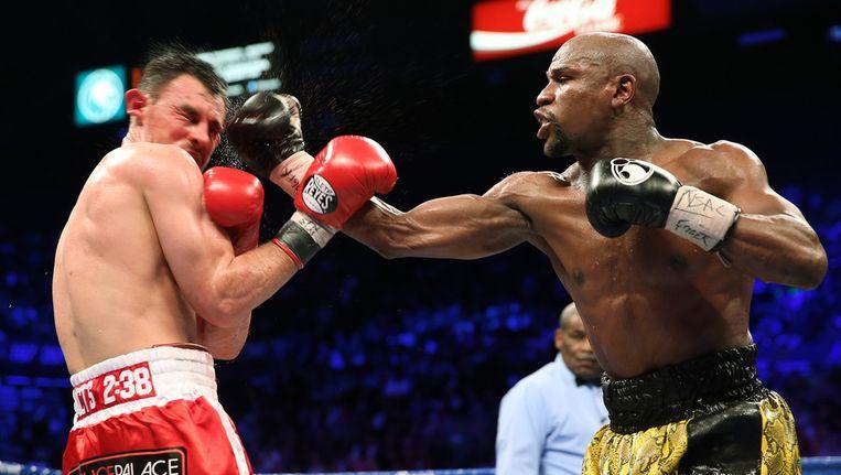 Floyd Mayweather (r) in gevecht met Robert Guerrero. Beeld afp