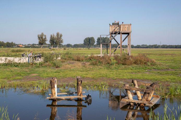 Bij de uitkijktoren van het nieuwe natuurgebied de Binnenveldse Hooilanden aan de Werftweg zijn voor de tweede keer vernielingen gepleegd.