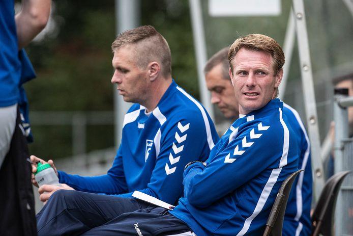 Frank van Kouwen (rechts) wordt de nieuwe trainer van De Bataven in Gendt.