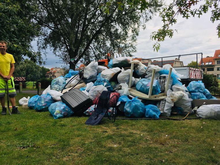 Deze berg afval haalden de 350 vrijwilligers op in Temse.