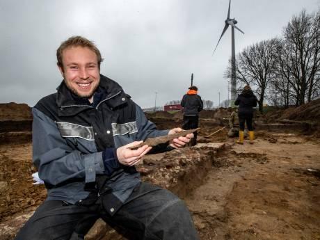 Middeleeuwen herleven in Deventer met opgraven tolhuisje, munten én kogels