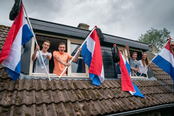 De vier geslaagden van het gezin Musters in Den Dungen. Van links naar rechts: Marijn, Tijn, Gijs en Janneke.