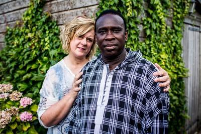 Mieke is ten einde raad: 'De Zweden houden mijn stiefzoons vast!'