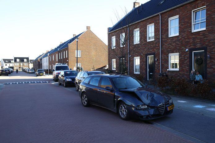 De verdachte liet zijn auto achter en vluchtte te voet in deze woonwijk in Kampen.