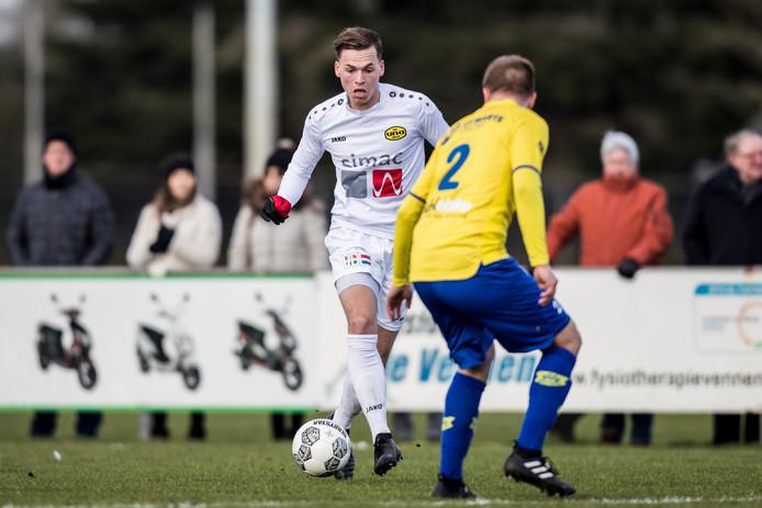 Vincent Bogaerts namens UNA in duel met Floris Wouters van Dongen.