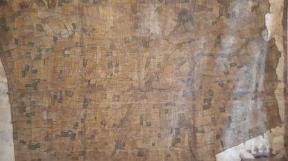 Ooit opgerold op archiefkast... En nu verhuist eeuwenoude landkaart naar museum Eperon d'Or