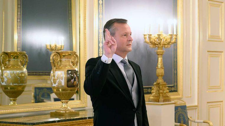 Koning Willem-Alexander beëdigde in december Arthur van Dijk als commissaris van de koning in de provincie Noord-Holland.  Beeld ANP