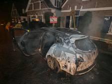Geparkeerde auto in vlammen op in Oosterbeek
