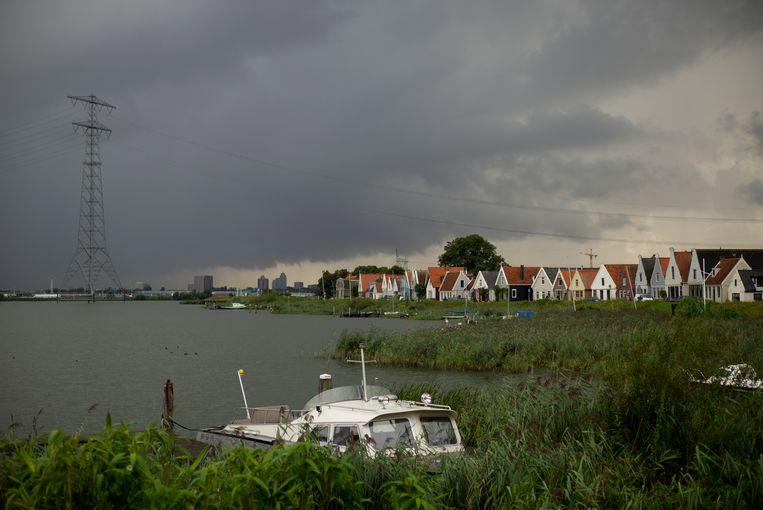 De olympsche finale twaalfvoetsjollenklasse werd uiteindelijk gevaren op het Buiten-IJ bij Durgerdam. Beeld Marc Driessen