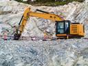 Het gruis van vulkanisch gesteente, gewonnen in Noorwegen, wordt bij wijze van proef ingezet tegen verzuring van de grond op de Veluwe.