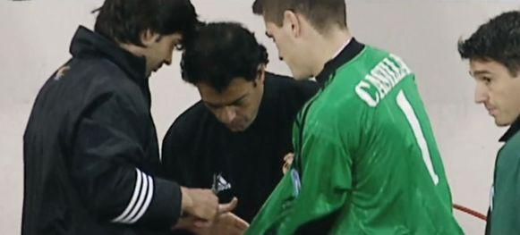 De schaar werd bovengehaald om de mouwen van Casillas in te korten.