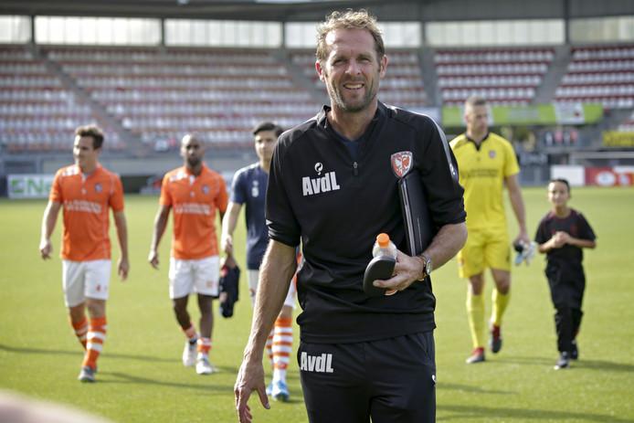 TEC-trainer Arjan van der Laan na de 3-1 nederlaag van TEC op Het Kasteel.