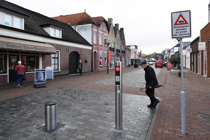 RAAMSDONKSVEER De 'knip', de bocht met paaltjes op de Keizersdijk, blijft bestaan.