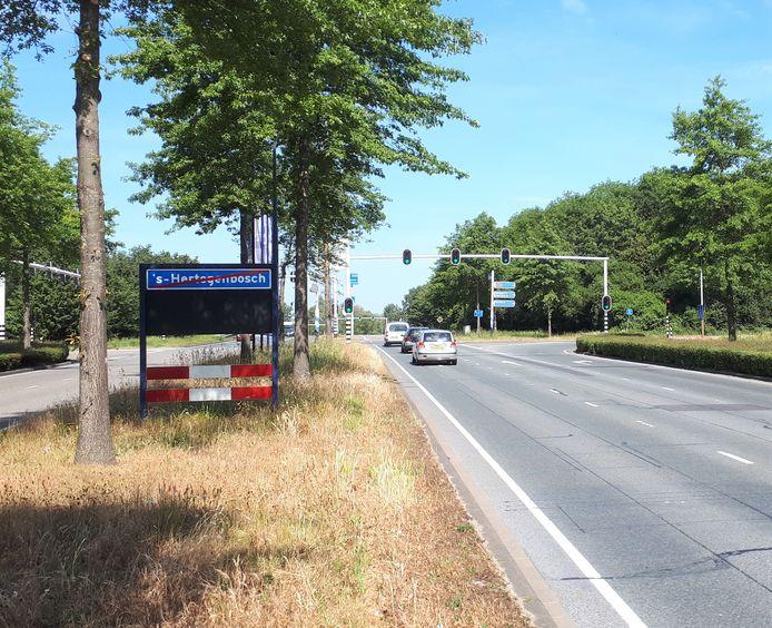 In de bebouwde kom op de Rietveldenweg is 50 km toegestaan, net voor de verkeerslichten mag 80 km. Voorbij het viaduct geldt al snel weer 60 km, tot aan het de bebouwde kom van Engelen. Verwarrend.