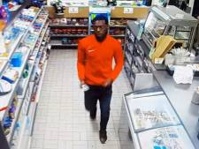 Vier mannen dwingen jongen (16) om zijn bankapp te openen en plunderen zijn rekening
