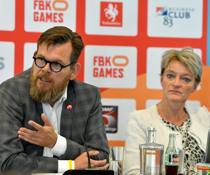 Hans Kloosterman en Ellen van Langen, tijdens een eerdere persconferentie over de FBK Games in Hengelo.