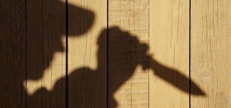 Tilburger steekt plaatsgenoot met een mes tijdens ruzie