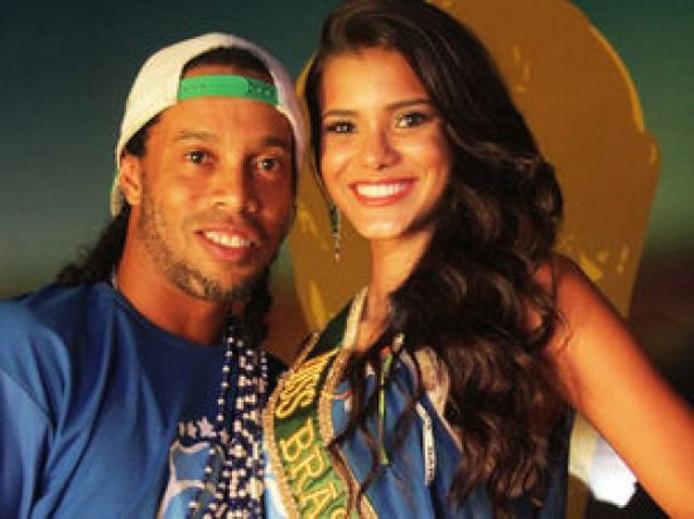 Kaká scoort bij ex-vriendin Ronaldinho   Offside   AD.nl Jakelyne Oliveira Kaka