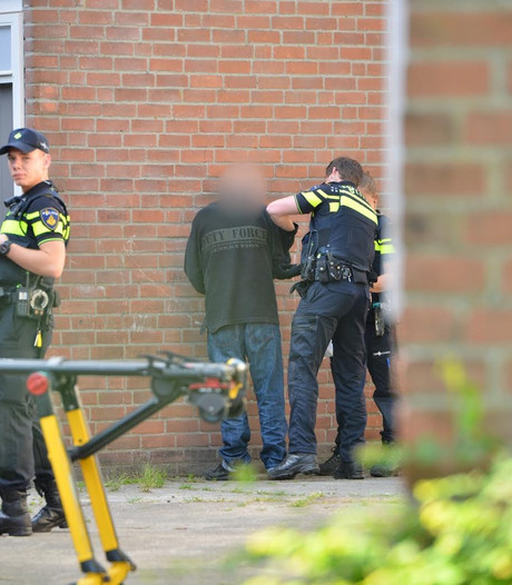 Vrouw kritiek na vondst in trappenhuis in Breda, verdachte man blijft vast