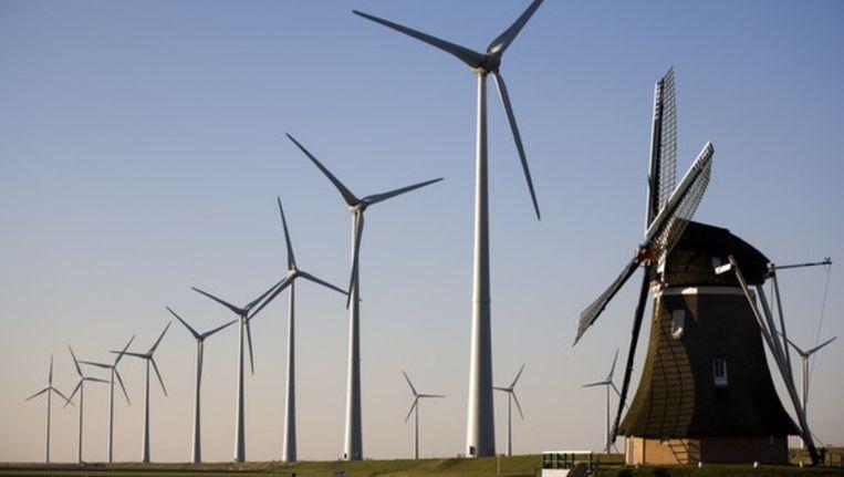 Windmolens in de Eemshaven; staan die 'in de nabijheid' van Eindhoven? Beeld Rob Huibers