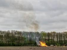 Snoeihout verbrand in Hilvarenbeek, brandweer rukt niet uit