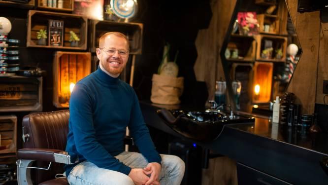 "Al 350 klanten op wachtlijst bij kapsalon Café Coiffé: ""Aan huis komen knippen weiger ik pertinent"""