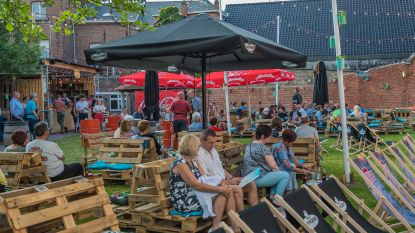 Coverband Muffler speelt in pop-up zomerbar Santeboetiek