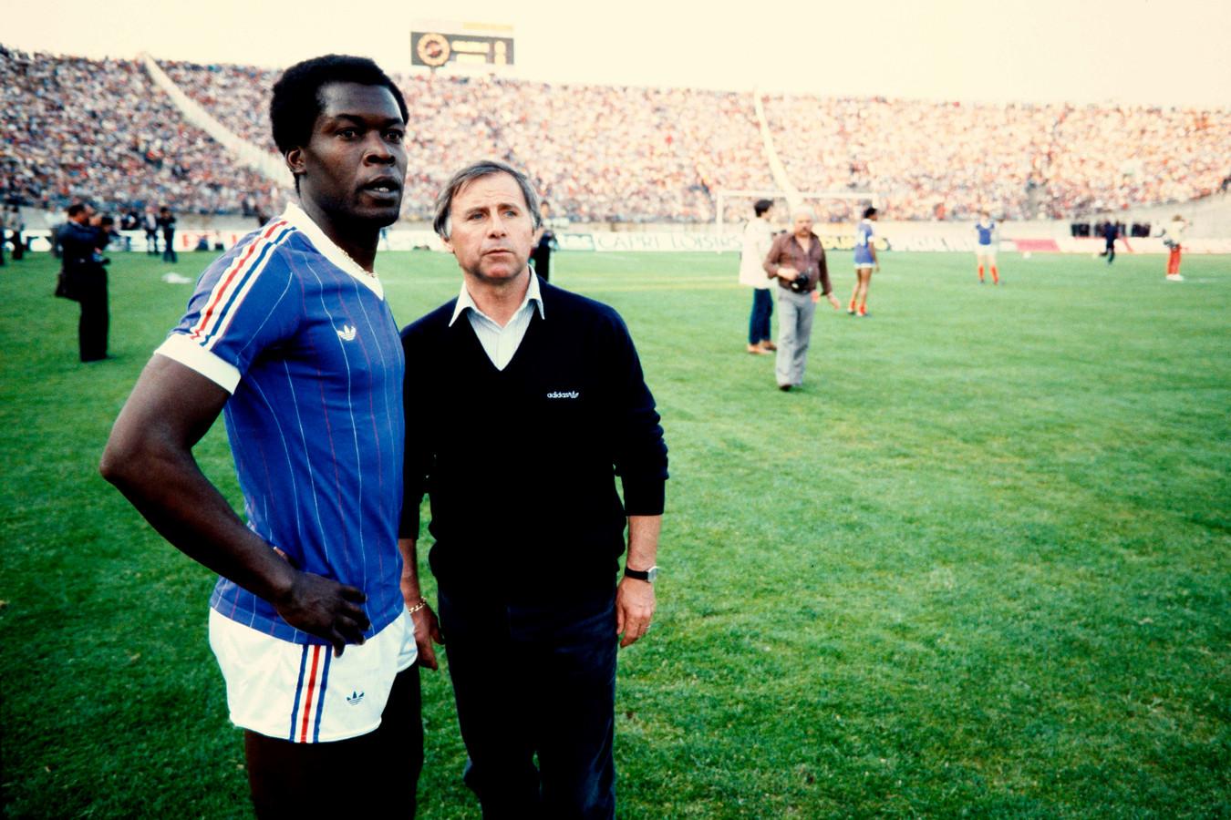 Michel Hidalgo (rechts) staat naast de voormalige libero Marius Trésor.