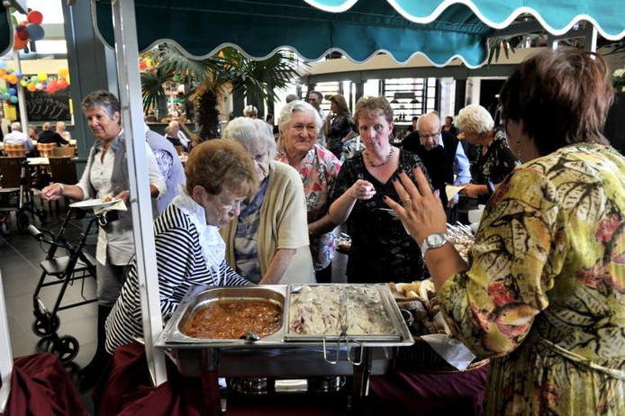 Blankershof viert week feest bij eerste lustrum roosendaal - Buffet jaar ...