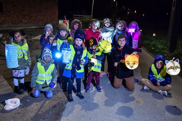 Lichtjestocht Appels, kinderen amuseerden zich tijdens de 5km lange tocht.