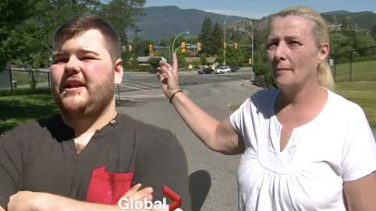 """Moeder en zoon in auto met open dak: """"We kregen inhoud vliegtuigtoilet over ons heen"""""""