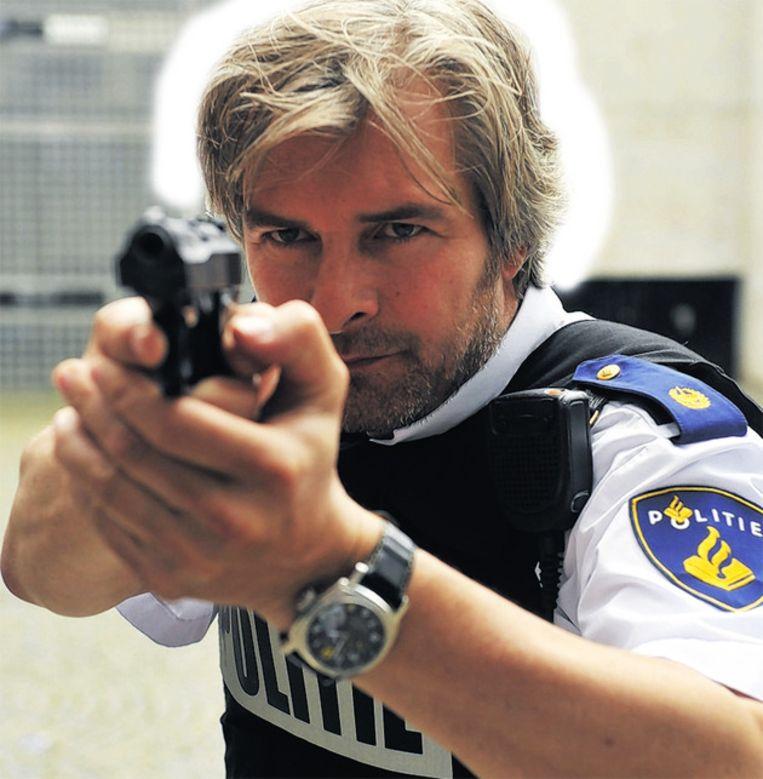 Met Victor Reinier als Floris Wolfs in Flikken Maastricht heeft de Nationale Politie geen moeite. Beeld BEELD TROS