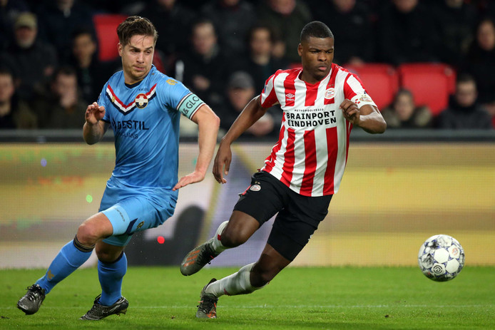 Jordens Peters in duel met Denzel Dumfries