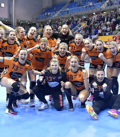 Nederlandse handbalsters vieren plek bij laatste vier op WK