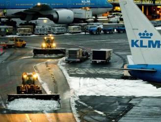 Duizenden passagiers moeten overnachten op Schiphol