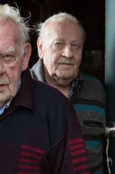 Dakloze (29) opgepakt voor brute overval op bejaarde broers in Heeten