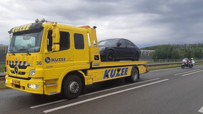 Deze auto werd zondag door de politie in beslag genomen in Westdorpe.