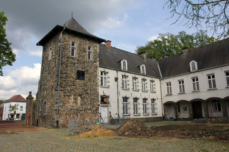 Het oud-gemeentehuis van Buizingen, waar ook jeugdhuis Eenders in gevestigd is.