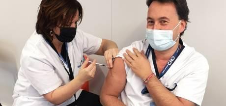 """La vaccination de masse a débuté au sein du CHC: """"C'est important pour nous, mais aussi pour nos patients"""""""