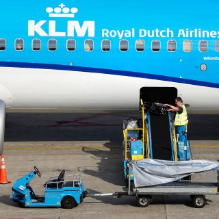 Op zijn goedkoopst vliegen met KLM? Dan de koffer thuislaten