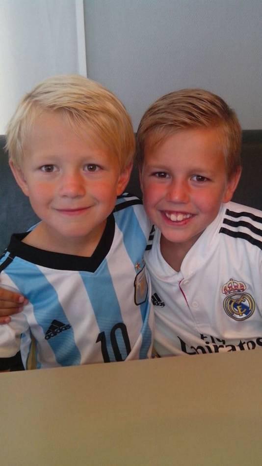 De zonen van Bas Bogers, Daan en Luuk.