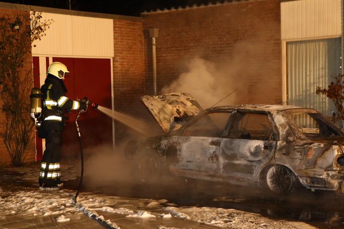 Opnieuw autobrand aan de Duinweg in Schijndel.