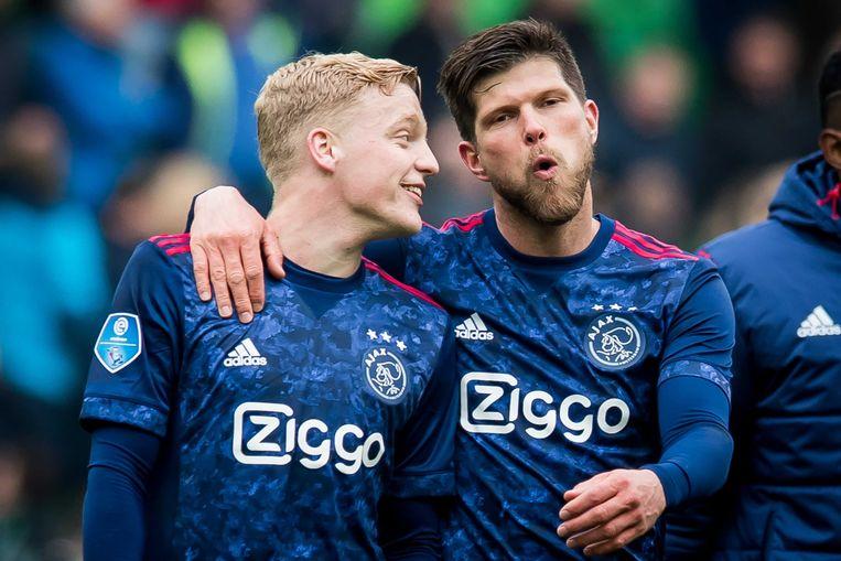 Ajacieden Donny van de Beek en Klaas Jan Huntelaar.