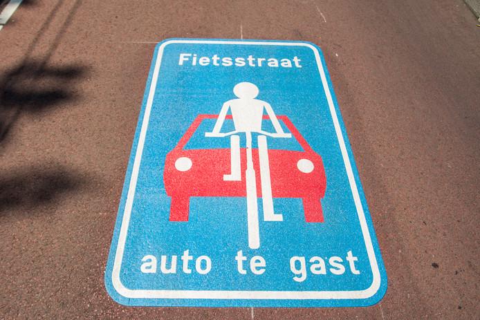 De fietsstraat Kamperweg in Zwolle wordt aangepast, omdat automobilisten er te vaak te hard rijden.