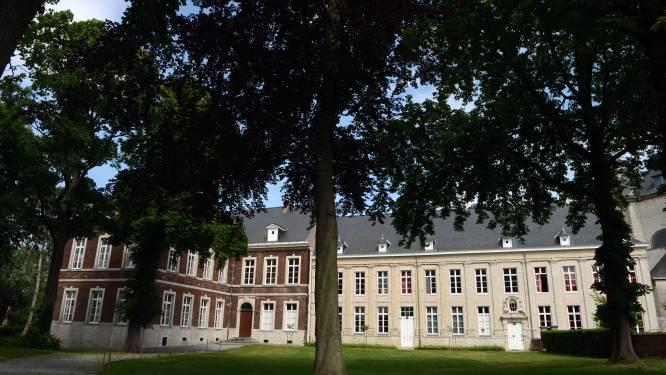 """Vlierbekenaars houden geschiedenis levendig in nieuwe Straathistories: """"Ook wandelzoektocht met elf bijzondere plekken"""""""