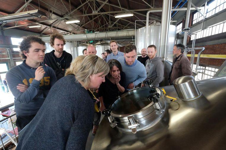 Tien winnaars van een wedstrijd mochten het bier helpen samenstellen, brouwen en proeven.
